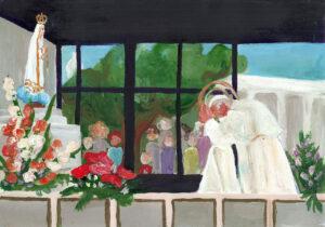 Jan Paweł II we wnętrzu kaplicy przy klęczniku. Przed nim figura Matki bożej Fatimskiej z kwiatami. W tle za oknem drzewo, ludzie, budynek.