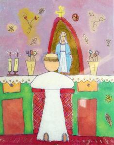 Jan Paweł II tyłem, przed ołtarzem, na klęczniku. Na ołtarzu świece, kwiaty w donicach, grota z figurą Maryi i krzyżem. Ozdobne motywy w tle