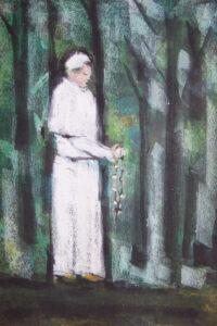 Przechadzający się lasem Jan Paweł II z różańcem w dłoniach