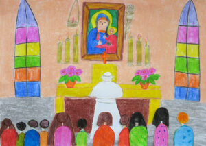 Papież przed żółtym ołtarzem na klęczniku, przed obrazem jasnogórskim. Za nim grupa dwunastu osób. W tle witraże, świece
