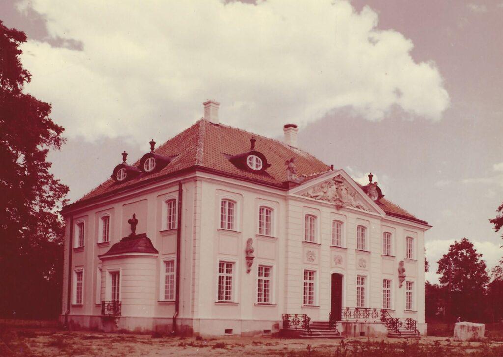Pałacyk w Choroszczy w sepii.