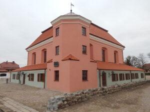Widok na fasadę Wielkiej Synagogi w Tykocinie
