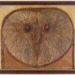 Obraz olejny przedstawiający głowę sowy. Utrzymany w kolorach ciepłego brązu.